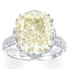 Outstanding Cushion cut Diamond ring