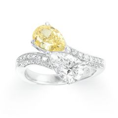 Double pear-shaped diamond ring