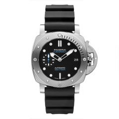 Submersible - 42mm Automatic, self-winding P.900 calibre Black